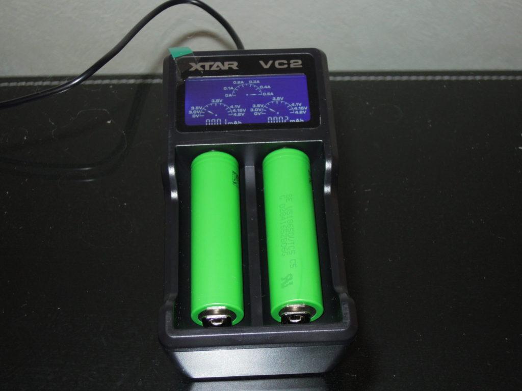 充電器にバッテリー挿入